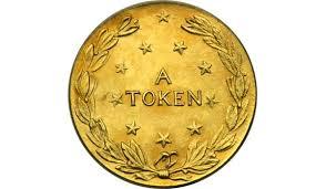 Ngay từ khái niệm, có thể thấy rõ sự khác biệt coin- token