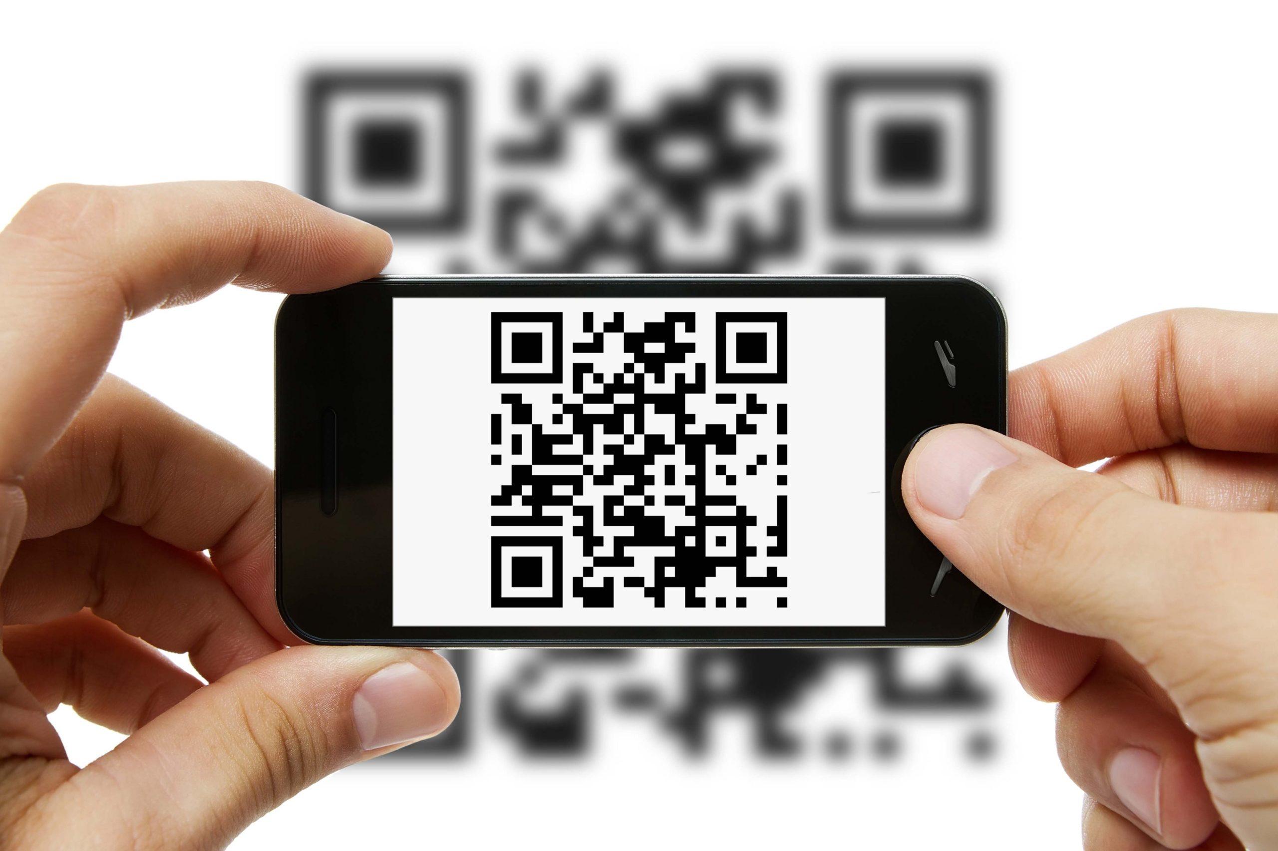 Quét mã QR bằng app trên điện thoại